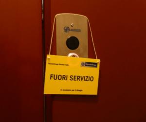 condominio ascensore fuori servizio