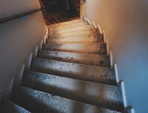 Sono caduto nelle scale del condominio, posso chiedere il risarcimento del danno?